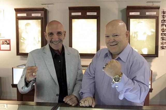 Les anciens boxeurs Gaétan Hart etPierre Huneault, auMusée... (Etienne Ranger, LeDroit)