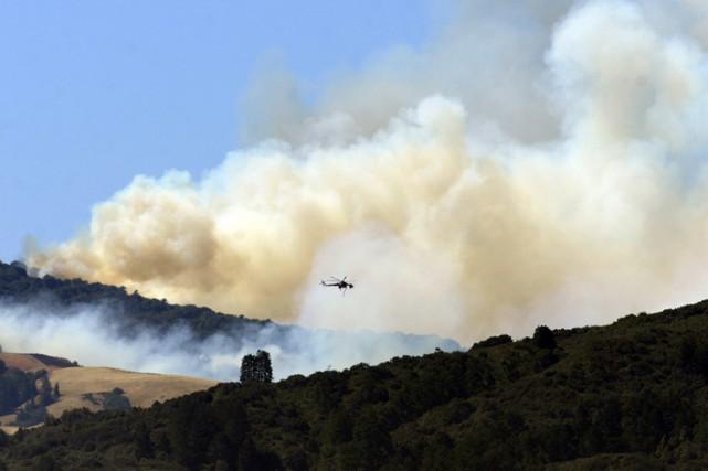Le feu de Soberanes, près de Big Sur, un des hauts lieux touristiques de la... (PHOTO AP)