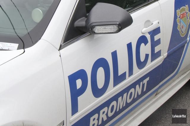 Les agents du service de police de Bromont... (archives La Voix de l'Est)