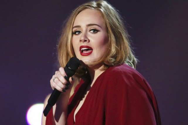 Adele aux Brit Awards, en septembre 2016... (AP, Joel Ryan)