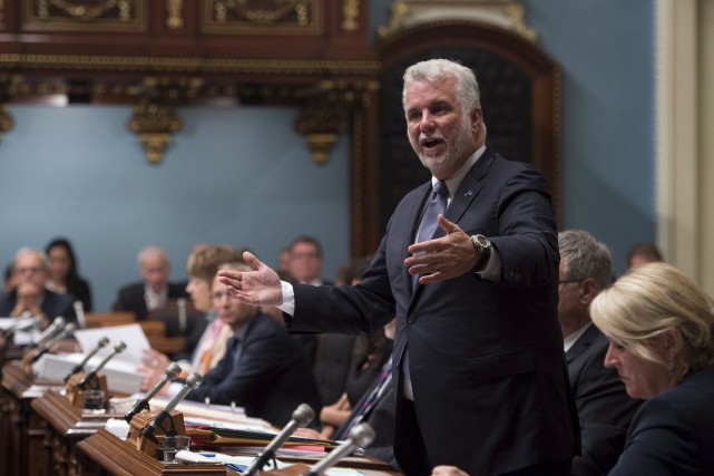 Le premier ministre Philippe Couillard répond aux questions... (La Presse canadienne, Jacques Boissinot)