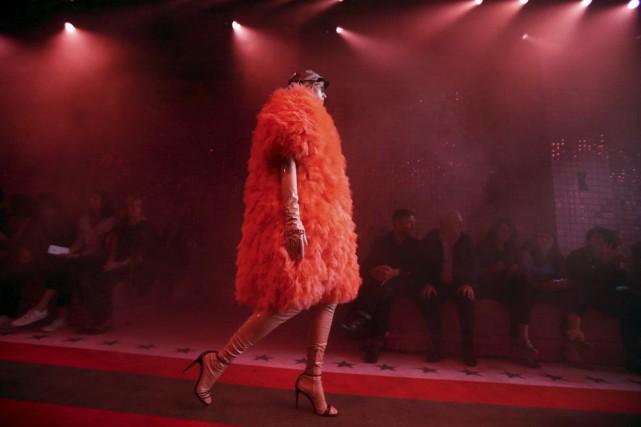 Une création Gucci présentée à Milan.... (PHOTO REUTERS)