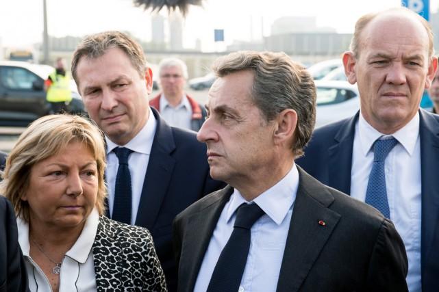 Nicolas Sarkozy (2e en partant de la droite),... (photo PHILIPPE HUGUEN, AFP)