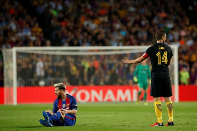 Lionel Messi a quitté la pelouse à la... (Photo Albert Gea, Reuters)