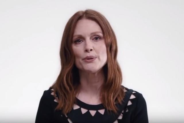 Julianne Moore dans la vidéo de célébrités appelant... (Saisie écran de la vidéo)