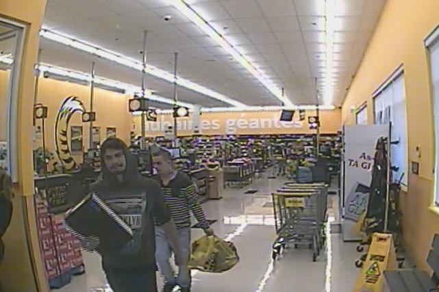 Deux hommes ont utilisé frauduleusement une carte bancaire... (fournie par la Sûreté du Québec)