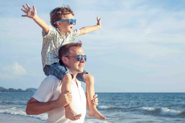 Un sondage récent réalisé auprès de 1000 pères... (123RF/Tatiana Kostareva)