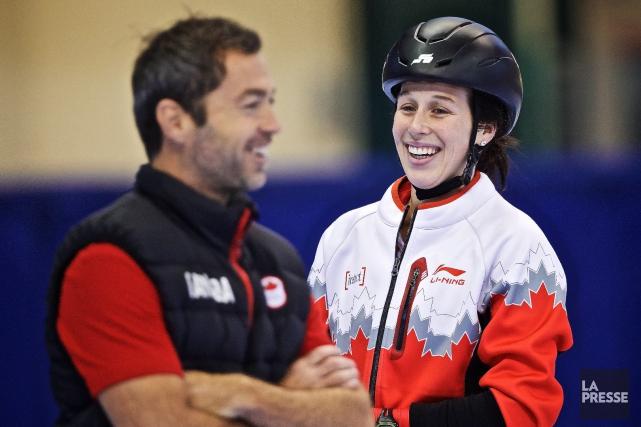L'entraîneur-chef de l'équipe féminine, Frédéric Blackburn et la... (Photo La Presse, Andre Pichette)