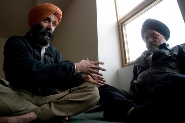 En 2006, le camionneurHarvirender Singh Clair (à gauche)... (Photo François Roy, archives La Presse)