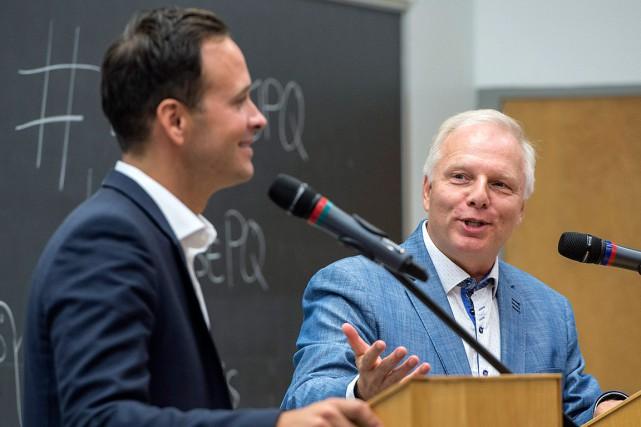 Alexandre Cloutier et Jean-François Lisée, lors d'un débat,... (Archives PC, Paul Chiasson)