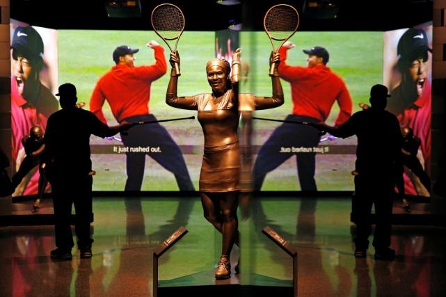 Une statue de la joueuse de tennis Serena... (PHOTO REUTERS)
