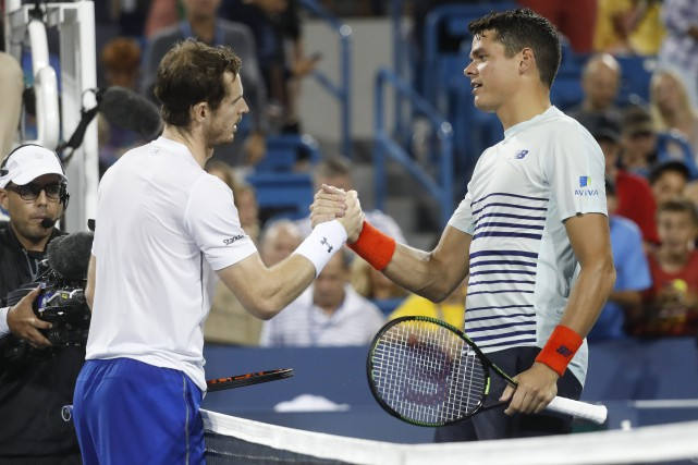 Le Britannique Andy Murray et le Canadien Milos... (Photo John Minchillo, AP)