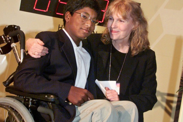 Thaddeus Farrow et sa mère adoptive Mia Farrow... (PHOTO ARCHIVES AP)