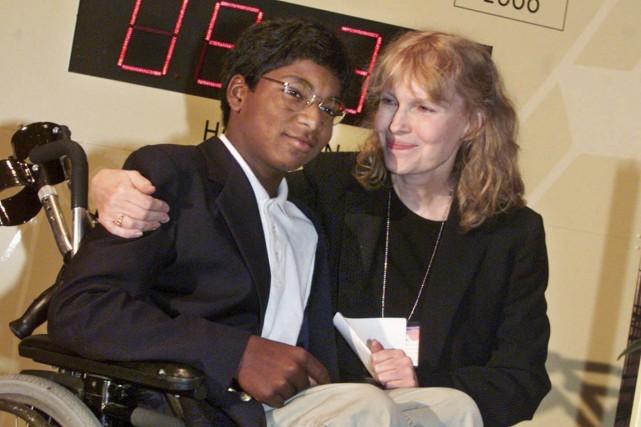 Mia Farrow et son filsThaddeus Farrow... (AP)