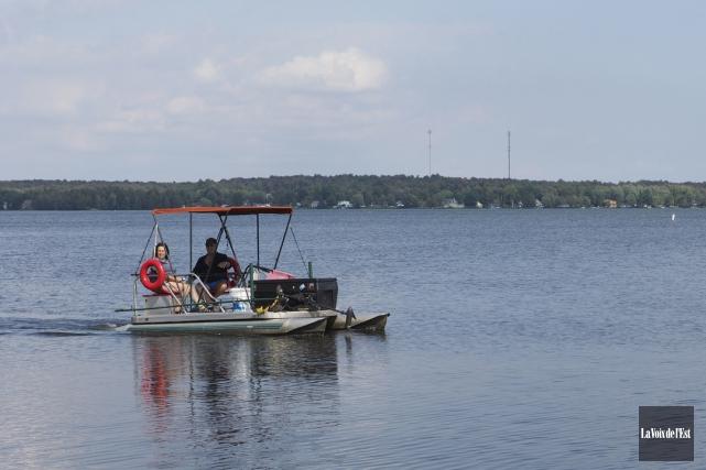 Les embarcations à moteur devront être munies d'une... (Alain Dion, La Voix de l'Est)