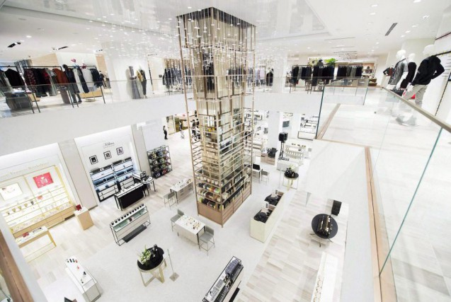 Saks, est la grande adresse de shopping ultra-chic,... (Photo Nathan Denette, Archives La Presse canadienne)