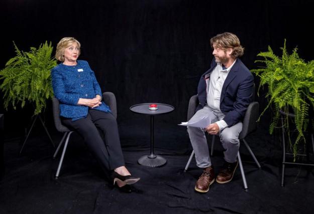 Hillary Clinton a été interviewée par Zach Galifianakis... (PHOTO FOURNIE PAR FUNNYORDIE.COM)