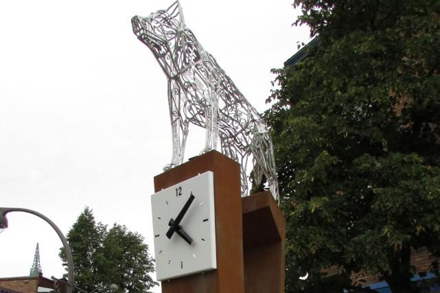 L'oeuvreGroup loup est situéà l'angle de la 3e... (Fournie par la Ville de Québec)