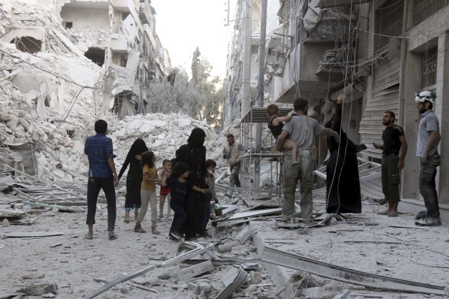 Les quartiers rebelles d'Alep ont été soumis à... (AFP, Thaer Mohammed)