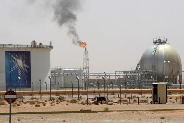 Les cours du pétrole ont fortement baissé mercredi dans ce qui s'apparentait... (Photo archives Reuters)