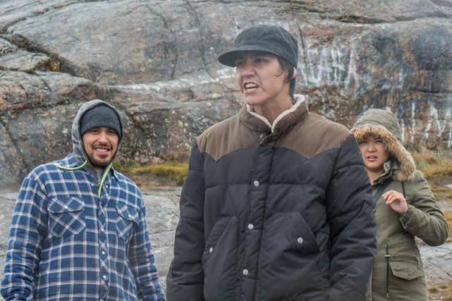 Paul Nutarariaq (au centre) dans Iqaluit de Benoît... (Photo fournie parACPAV)