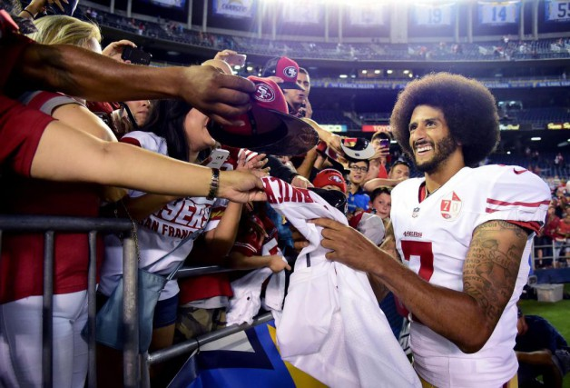 Colin Kaepernick est le joueur le plus détesté... (PHOTO HARRY HOW, ARCHIVES AGENCE FRANCE-PRESSE)