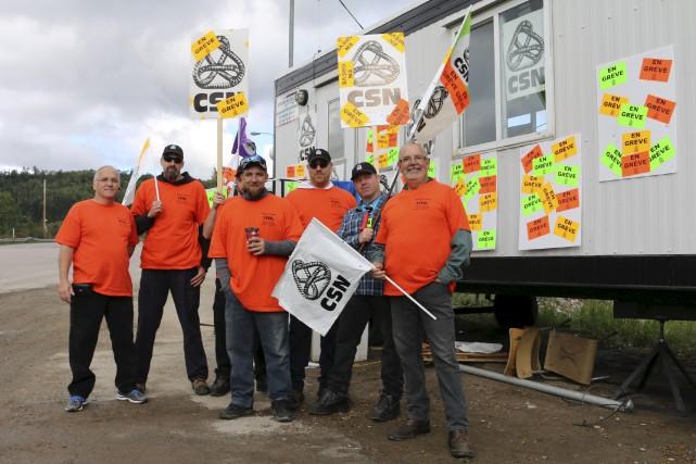 Les travailleurs ont installé des roulottes de grève.... (Audrey Tremblay)