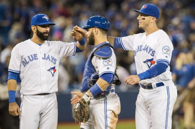 Jose Bautista, Russell Martin et Troy Tulowitzki célèbrent... (Mark Blinch, La Presse canadienne)