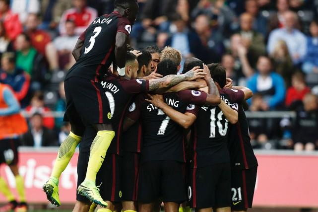 Manchester City a enregistré sa 10evictoire consécutive, toutes... (PHOTO ADRIAN DENNIS, AFP)