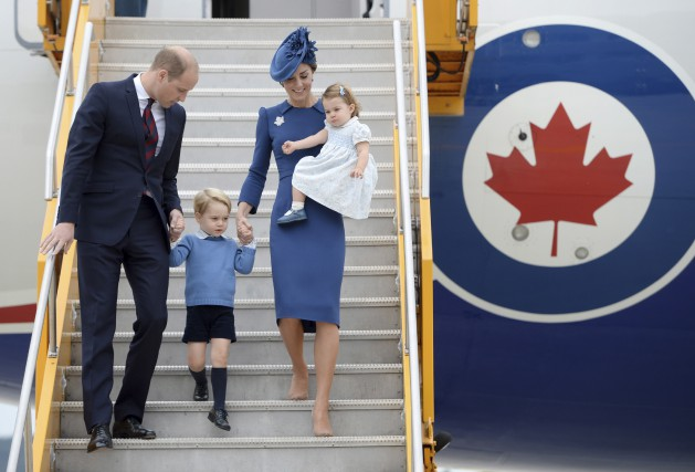 Le prince William, sa femme Kate Middleton et... (La Presse canadienne, Jonathan Hayward)