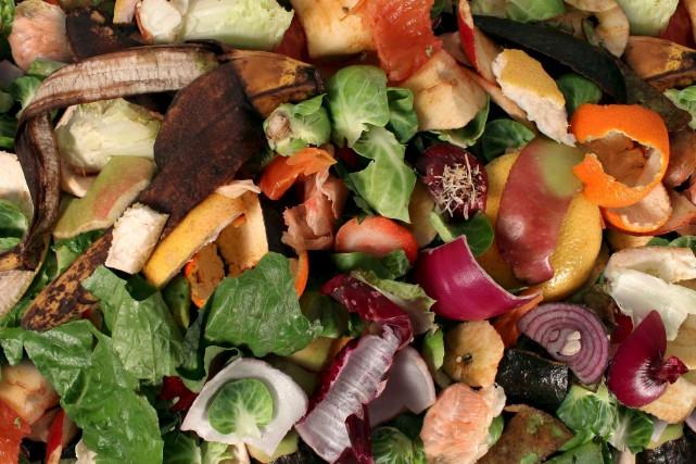 Les fruits et les légumes se décomposent en... (123RF/Lightwise)