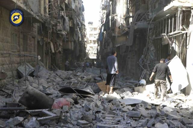 Les habitants d'Alep ne pouvaient que constater l'ampleur... (AP)