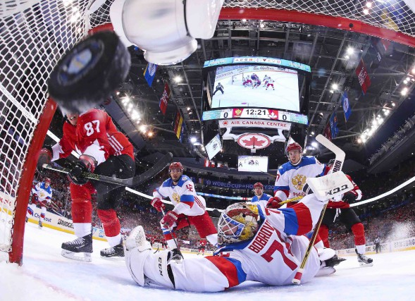 Sidney Crosby a ouvert la marque en déjouant... (La Presse canadienne, Bruce Bennett)