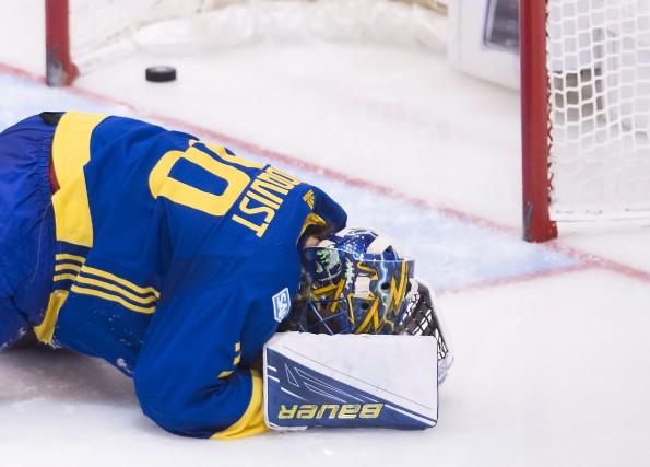 Le gardien de l'équipe de la Suède, Henrik... (La Presse canadienne, Nathan Denette)