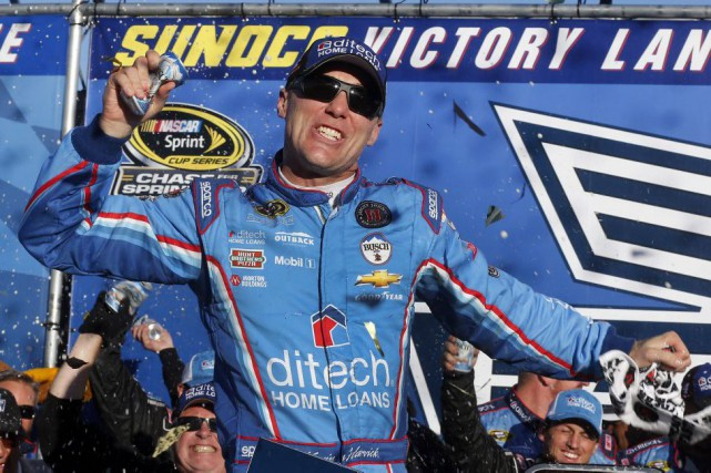 Kevin Harvick... (PHOTO Jim Cole, AP)