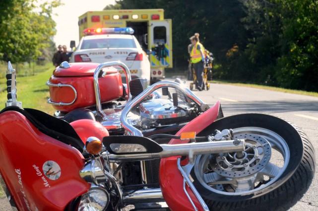 Un motocycliste a été éjecté de sa monture... (Collaboration spéciale, Éric Beaupré)