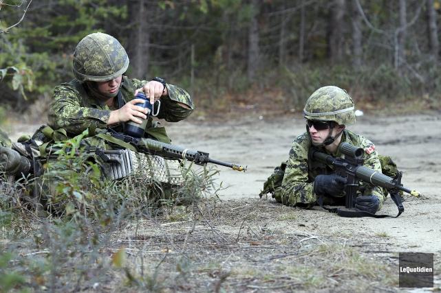 L'exercice des réservistes du Régiment du Saguenay prenait... (Photo Le Quotidien, Rocket Lavoie)