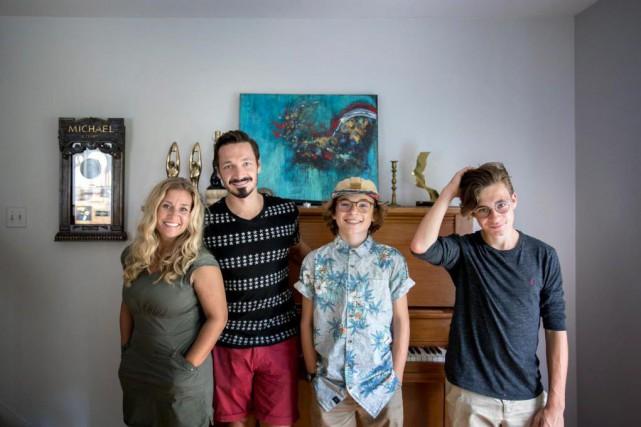 La famille Girard:Hélène, Michael, Sam-Éloi et Tom Elliot.... (PHOTO MARCO CAMPANOZZI, LA PRESSE)
