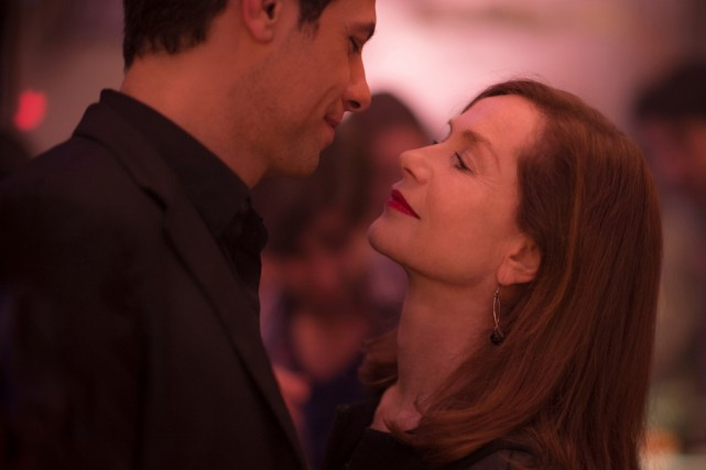Laurent Laffite et Isabelle Huppert dans Elle de... (Photo fournie par SBS Distribution)