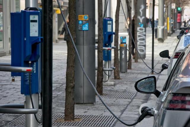 Les acheteurs d'autos électriques et hybrides rechargeables sont... (Photo David Boily, Archives La Presse)