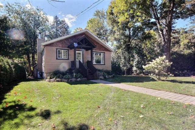 Cette maison construite en 1958 a bénéficié de... (Photo fournie par Centris)