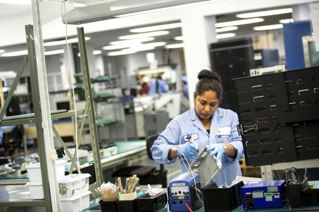 Le secteur manufacturier fera l'objet d'une attention particulière... (La Presse Marco Campanozzi)