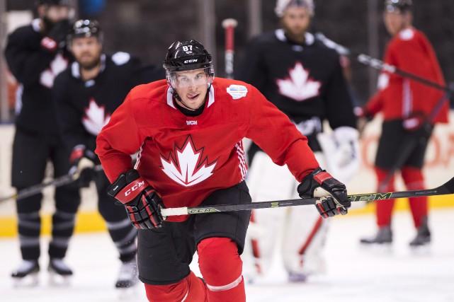 Les quatre trios offensifs et les trois paires... (La Presse Canadienne, Nathan Denette)