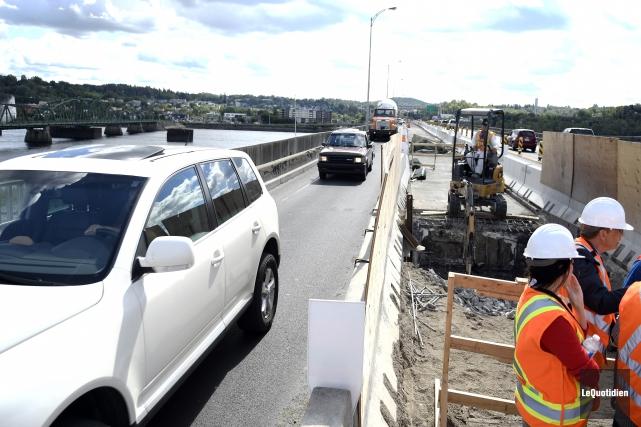 Apercçu du chantier sur le pont Dubuc.... (Archives Le Quotidien, Mariane L. St-Gelais)