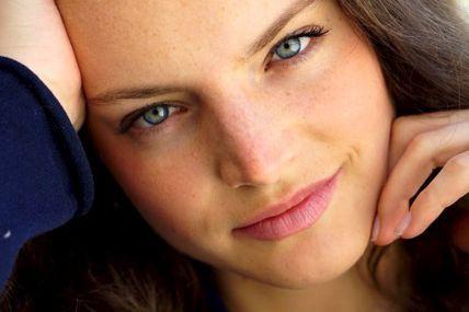 L'ex-mannequin Victoire Maçon Dauxerre a aujourd'hui 24 ans.... (Éditions de L'Homme)