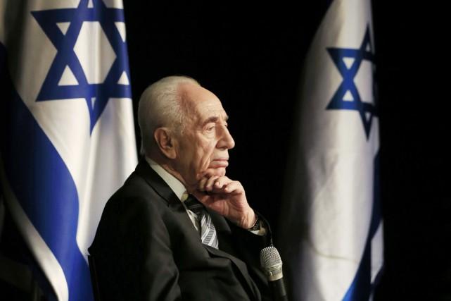 Shimon Peres, alors président de l'État hébreu, est... (PHOTO ARCHIVES AP)