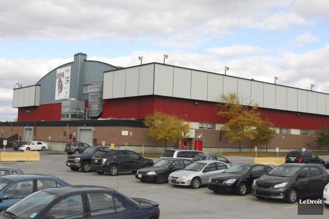 Le futur aréna Robert-Guertin quittera son emplacement sur... (Archives, LeDroit)