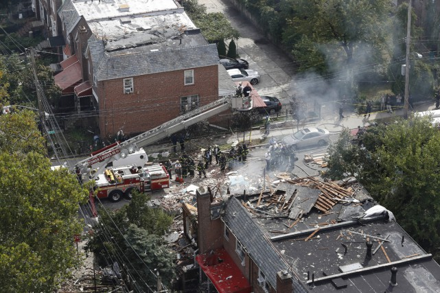 Les services de secours répondaient à un appel... (photo Mary Altaffer, AP)