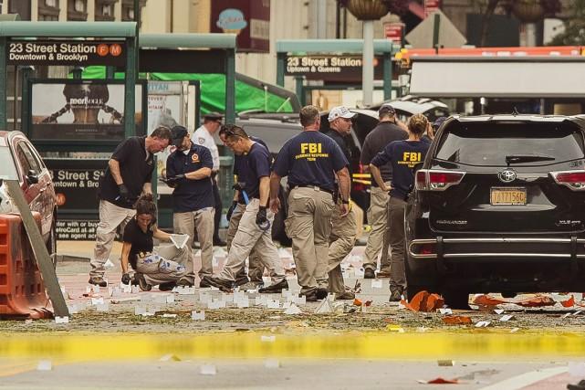 Des agents du FBI passent au peigne fin... (ARCHIVES AP)