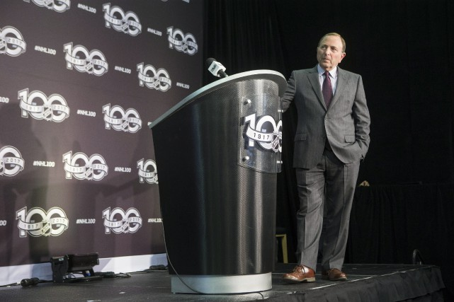 Le commissaire de la Ligue nationale de hockey, Gary... (Photo Chris Young, La Presse Canadienne)